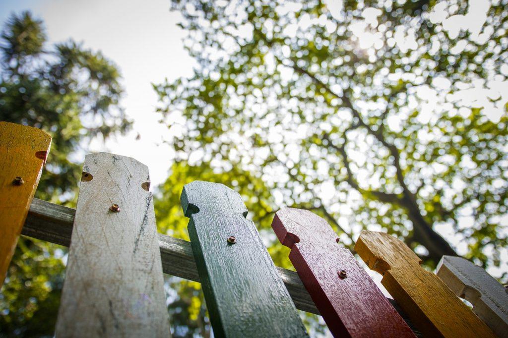 Hoe ver vanaf de erfgrens moet je planten?